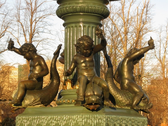 Cherubs on the VG fountain